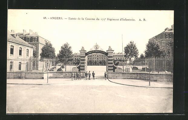 AK Angers, Entrée de la Caserne du 135e Régiment d`Infanterie