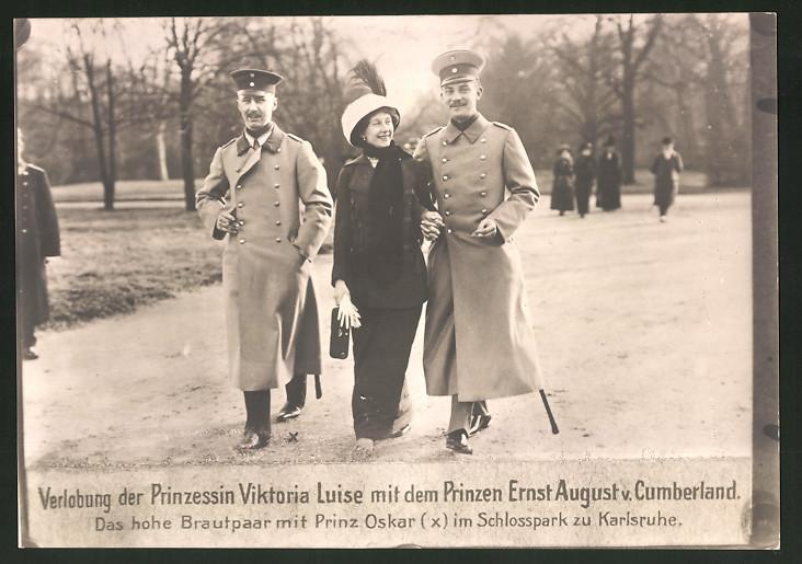 Fotografie Fotograf unbekannt, Ansicht Karlsruhe, Prinzessin Viktoria Luise & Prinz Ernst August von Cumberland