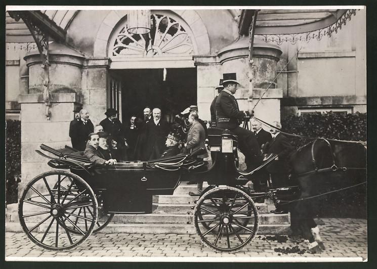 Fotografie Alfons von Spanien in Kutsche sitzend