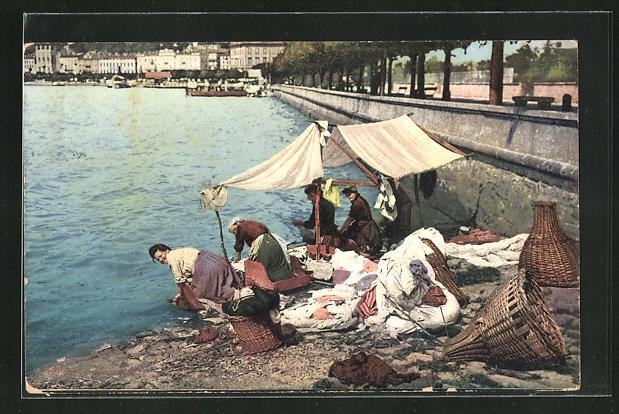 AK Waschfrauen waschen ihre Wäsche am Ufer