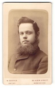 Fotografie W. Cooper, Birmingham, junger Mann mit dichten Kinnbart