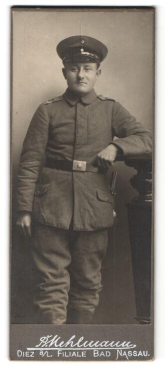 Fotografie B. Mehlmann, Diez a. L., Soldat mit Mütze und Schulterklappen