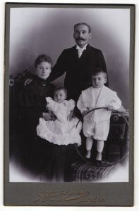 Fotografie Atelier Gericke, Berlin-SO, Portrait junge Familie mit zwei Kindern