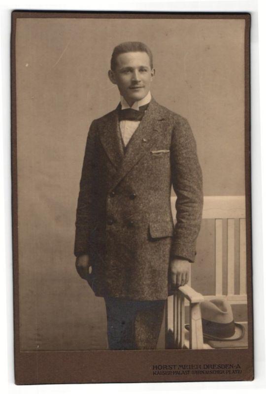 Fotografie Horst Meier, Dresden-A, Portrait junger Mann in Anzug