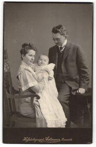 Fotografie Axtmann, Plauen i/V, Portrait junge bürgerliche Familie