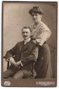 Fotografie Hoffmann & Jursch, Leipzig-Reudnitz, Portrait junges gutbürgerliches Paar