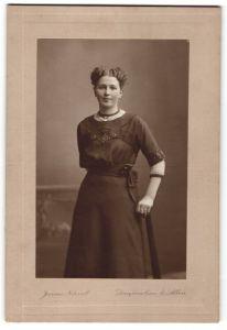 Fotografie James Norval, Dunfermline & Alloa, Portrait junge Frau in Kleid