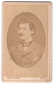 Fotografie Franz Bihrer, Basel, Portrait charmanter Herr mit Zwirbelbart u. Fliege im Anzug