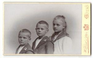 Fotografie W. Zink & Sohn, Gotha, Portrait drei Kinder, Brüder und Schwester