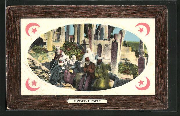 AK Constantinople, Cimetière turc à Eyoub et groupe de Turcs, Männer auf einem türkischen Friedhof