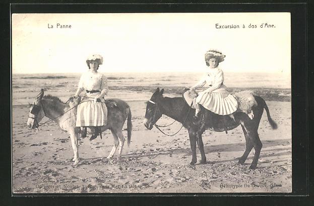 AK La Panne, Excursion à dos d`Ane, Frauen mit Maultier am Strand