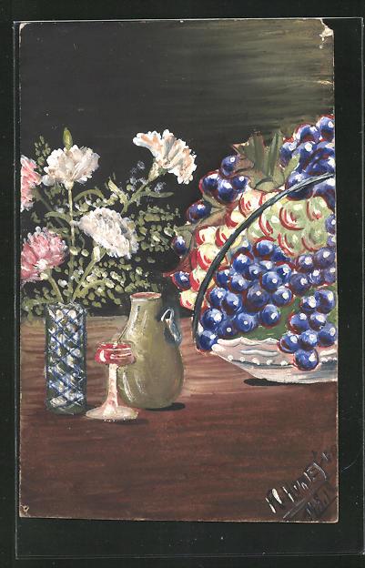 Künstler-AK Handgemalt: Blumenstrauss in einer Vase, Weinkrug und Weintrauben