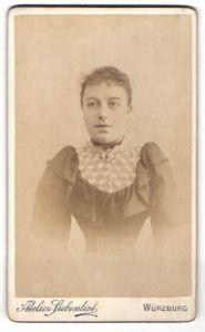 Fotografie Atelier Siebenlist, Würzburg, Portrait junge Frau mit Wespentaille