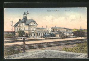 AK Güsten / Anh., Bahnhof mit durchfahrender Lokomotive