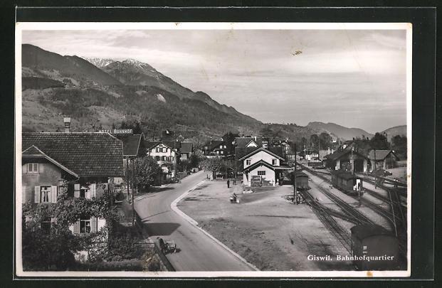 AK Giswil, Bahnhofsquartier mit Bergen