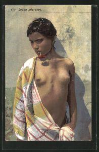 AK Arabische nackte Frau lehnt an einer Häuserwand