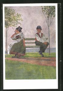 Künstler-AK sign. C. Spindler: Die Schmollenden, Mann u. Frau in Trachten auf einer Bank mit Bäumen