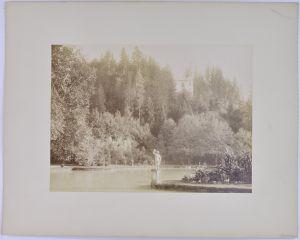 Fotografie Fotograf unbekannt, Ansicht Hellbrunn / Salzburg, Statue & Teich im Schlosspark, Grossformat 26 x 19cm