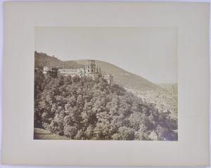 Fotografie Fotograf unbekannt, Ansicht Heidelberg, Schloss und Teilansicht der Stadt, Grossformat 26 x 21cm