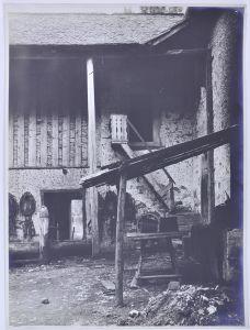 Fotografie Fotograf unbekannt, Ansicht Torbole, Hinterhof eines Bauerngehöft's, Grossformat 39 x 29cm