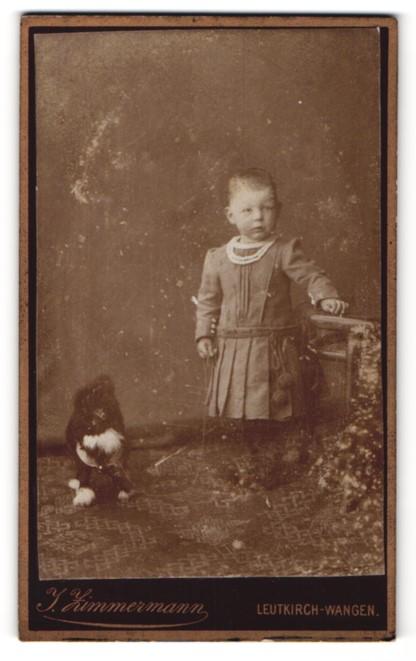 Fotografie J. Zimmermann, Leutkirch-Wangen, kleines Mädchen in Kleid mit Hund
