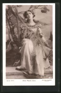 AK Schauspielerin Phyllis Dare im Filmkostüm