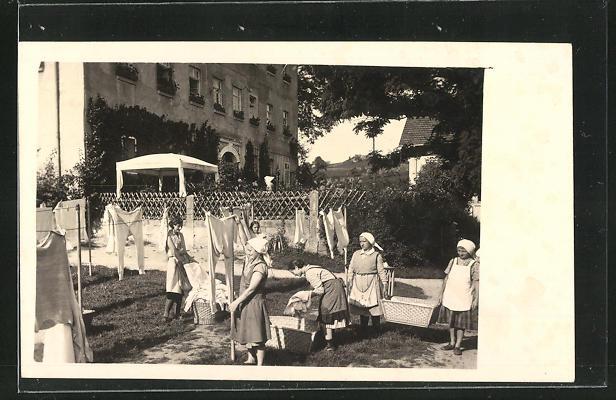 AK Waschfrauen an der Wäscheleine