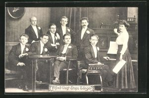 AK Musiker Alfred Voigt-Stops Sänger posieren vor dem Klavier