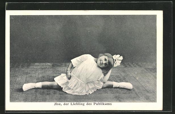 AK Ilse, der Liebling des Publikums zeigt einen Spagat, Variete