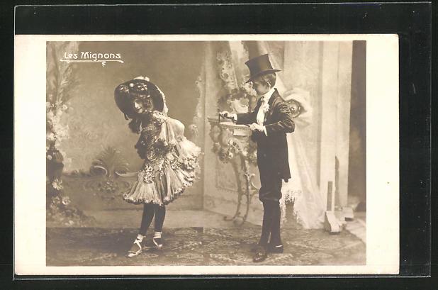 AK Variete-Duo Les Mignons spielen in Kostümen