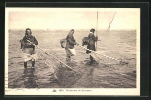 AK Pecheuses de Crevettes, Krebsfischer mit Netzen