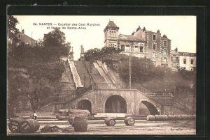 AK Nantes, Escaller des Cent Marches et Statue de Sainte-Anne