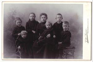 Fotografie Otto Lorenz, Solingen, Portrait junge Mutter mit sechs Kindern
