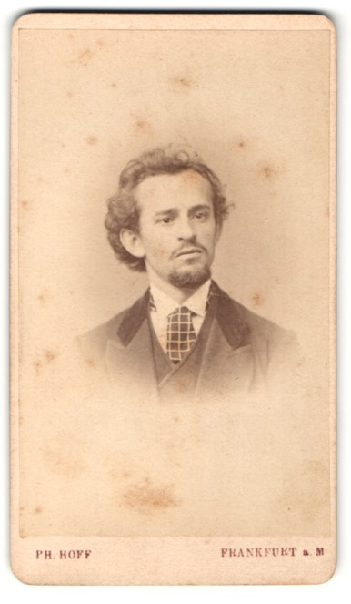 Fotografie Ph. Hoff, Frankfurt / Main, Mann mit karierter Krawatte