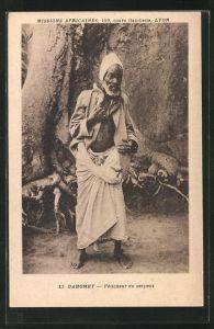AK Dahomey, Feticheur du serpent, Mann mit Schlange, afrikanische Volkstypen