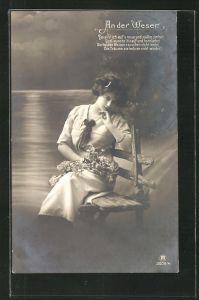 Foto-AK RPH Nr. 3009 /4: An der Weser, Junge Dame mit Blumen auf einer Bank sitzend, Da sitz` ich auf`s neue und.....