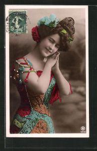 Foto-AK RPH Nr. 1840: Junge Dame mit Hochsteckfrisur im bunten Kleid faltet die Hände