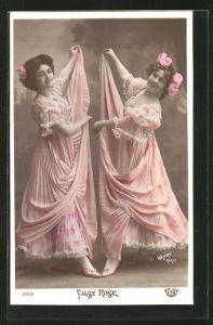 Foto-AK Walery, Paris: Valse Rose, Zwei tanzende junge Damen in rosafarbenen Kleidern mit Blumen im Haar