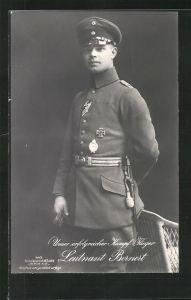 Foto-AK Sanke Nr. 443: Leutnant Bernert in Uniform mit Flugzeugführerabzeichen