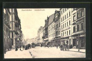 AK Saarbrücken, Bahnhofstrasse mit Passanten