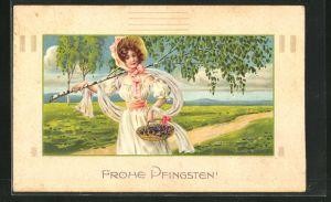 Passepartout-AK Dame trägt eine junge Birke auf der Schulter, Frohe Pfingsten