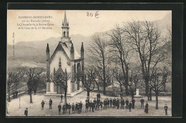 AK La Tronche, La Chapelle de la Saint-Epine et la Cour de la 1. Division