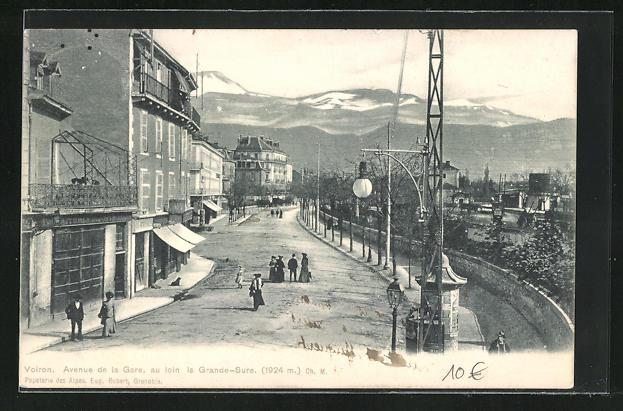 AK Voiron, Avenue de la Gare, au loin la Grande-Sure