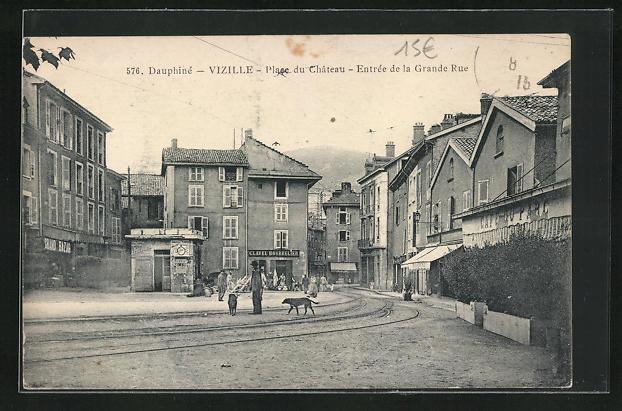 AK Vizille, Place du Chateau, Entree de la Grande Rue