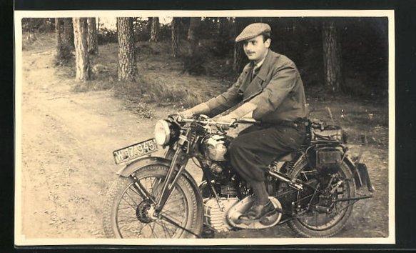 Foto-AK Stolzer Besitzer auf seinem NSU-Motorrad