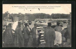 AK Coetquidan, Les Prisonniers Allemands en Bretagne, enlevement des Planches destinee a la construction Baraquements