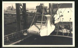 AK Stocatra Stockage & Transbordements S. A., Kran im Hafen
