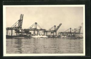 AK Stocatra Stockage & Transbordements S. A., Kräne im Hafen