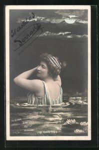 Foto-AK Atelier Reutlinger, Paris: Les Ondines, Dame badet im Mondschein