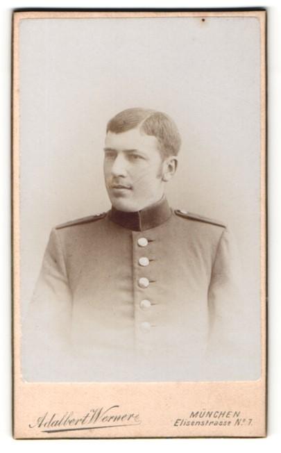 Fotografie Adalbert Werner, München, Soldat mit Seitenscheitel und Schulterklappen 0